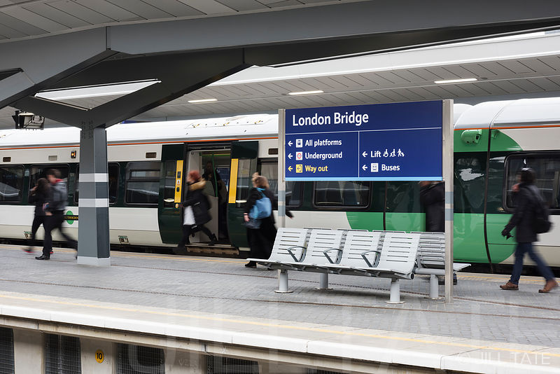 London Bridge Station, public seating | Client: Tecno