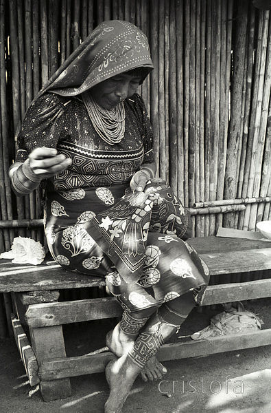 Cuna Indian woman sewing a Mola on the San Blas Islands