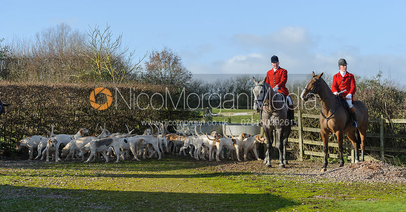 The Cottesmore Hunt at Home Farm 2/2 photos