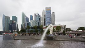 Medium Shot: Tourists & Singapore's Merlion