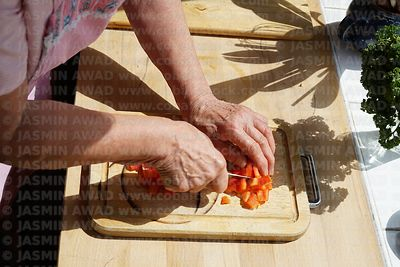 senior_hands_cutting_paprika
