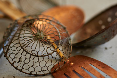 copper-utensils-concrete-modern_0101