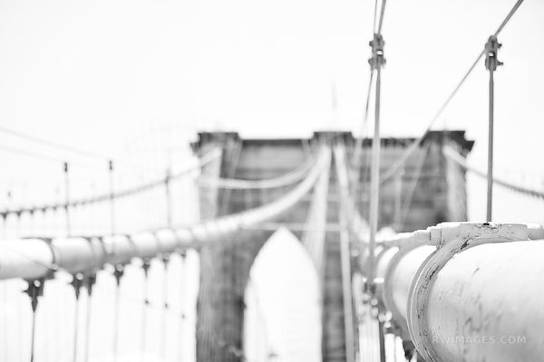 BROOKLYN BRIDGE MANHATTAN NEW YORK BLACK AND WHITE