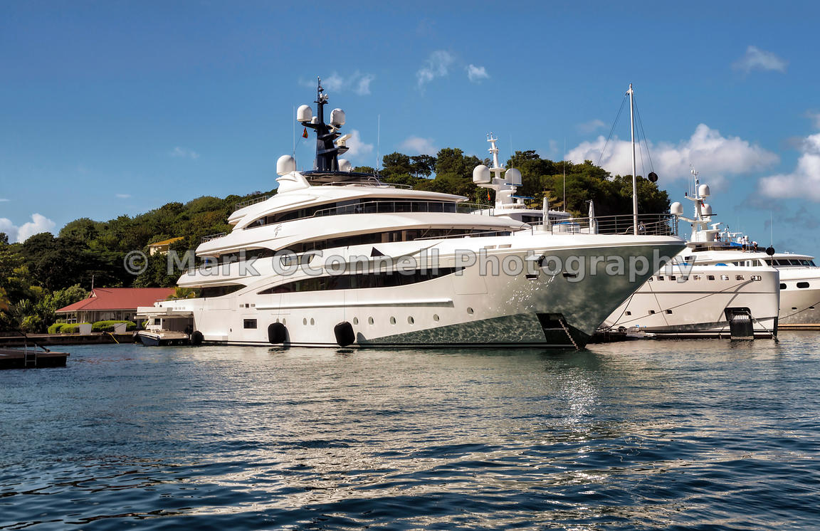 Superyacht Cloud 9