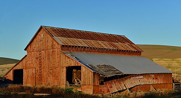 Old_Stark_barn_falling_down