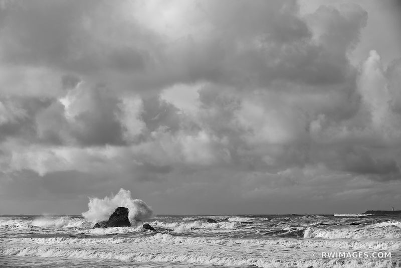 RUBY BEACH PACIFIC OCEAN SEASTACK CRASHING WAVE OLYMPIC NATIONAL PARK WASHINGTON BLACK AND WHITE
