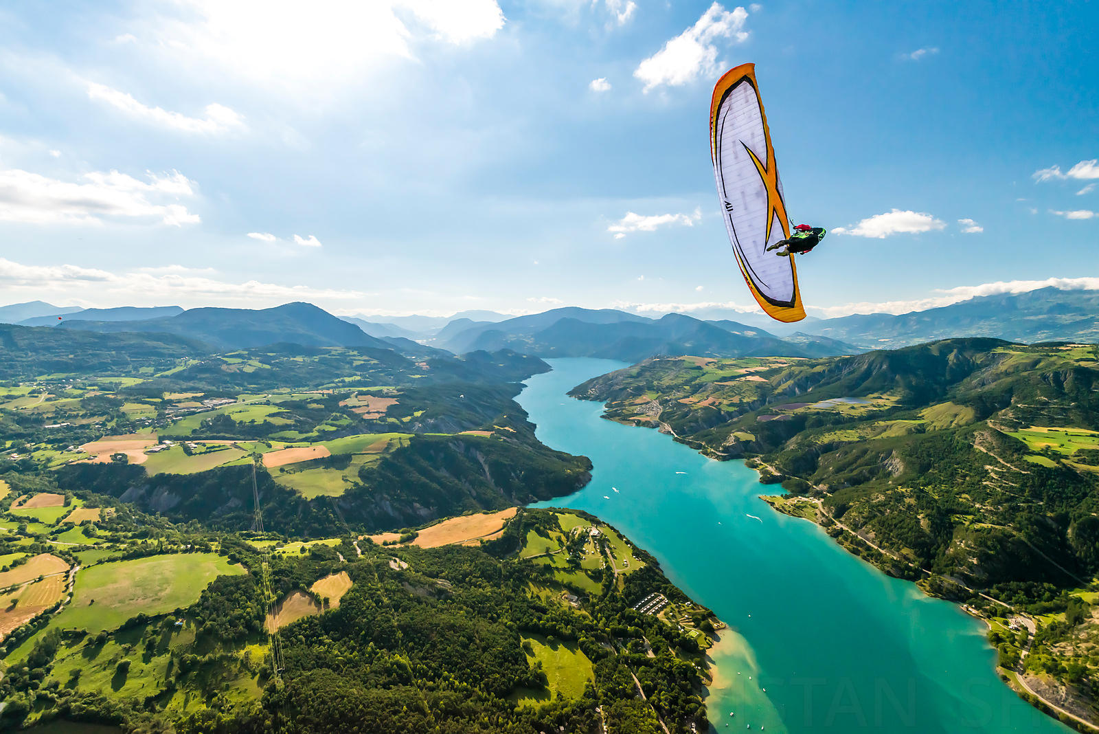 Wing-Over lac de Serre-Poncon with Michael Regnier