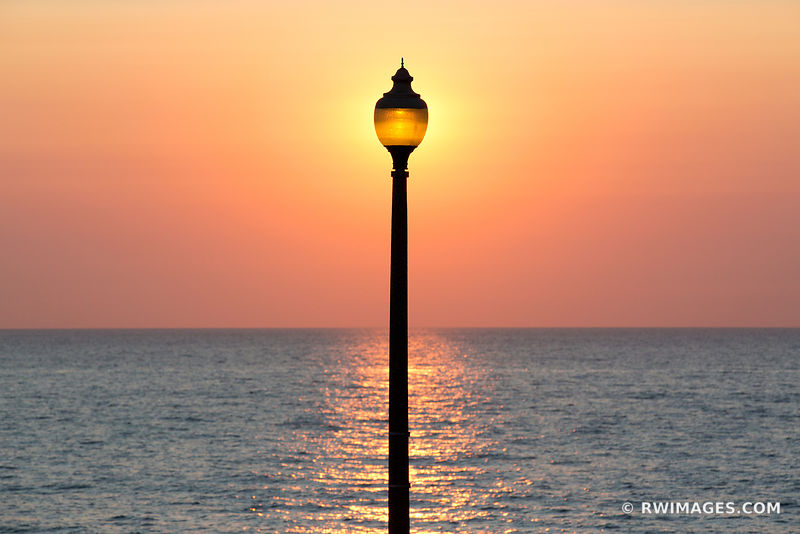 STREET LAMP LAKE MICHIGAN BEFORE SUNRISE CHICAGO COLOR HORIZONTAL