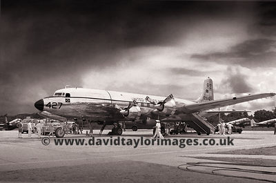 Pineapple Airlines | US Navy R6D 128427  | RAF Changi May 1962
