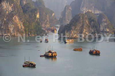 PAYSAGE, BAIE DE HA LONG, VIETNAM // Vietnam, Ha Long Bay, Landscape