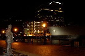 wisconsin_and_statute_downtown_at_night