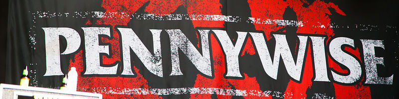 Stage banner, Pennywise, Aftershock 2014