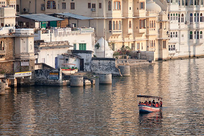 Tourist boat on Lake Pichola, Udaipur, Rajasthan, India