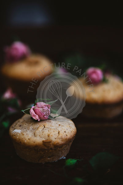 Cupcakes on a table, with flower decorations