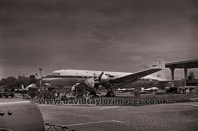 Engine gremlins | 40 Sqdn DC-6B NZ3632 | RAF Changi July 1962