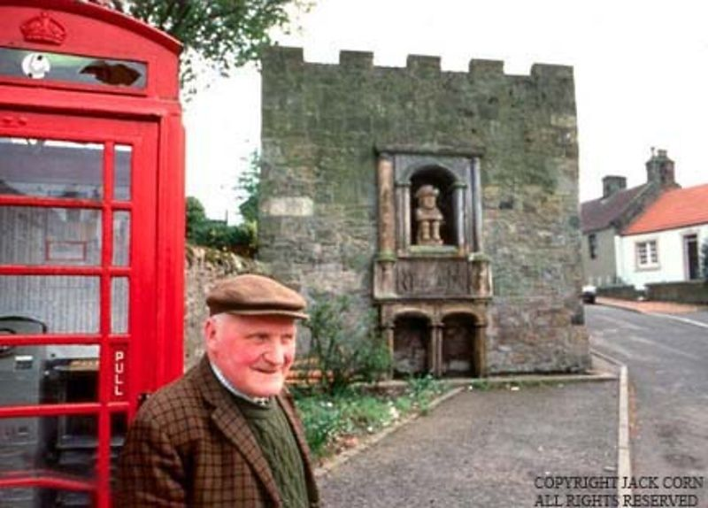 Scotland, Old Scot with red phone booth, Toby statue