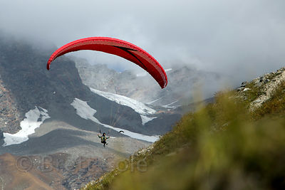Paragliding near Marhi on the way to Rohtang Pass, Manali, India
