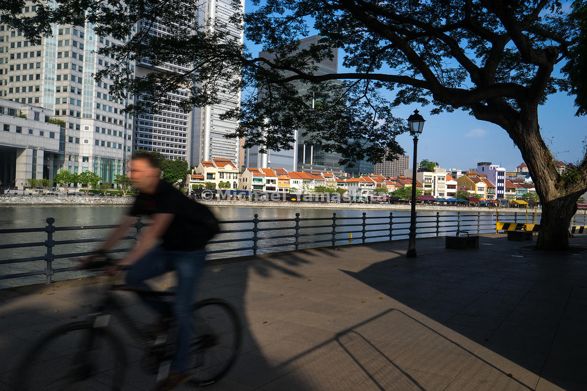 The Civic District, fringed by green canopies and offering a soothing view of the Singapore River, offers an idyllic cycling path for locals and tourists alike.