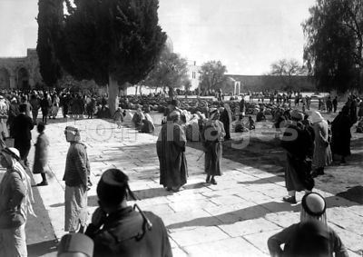 Muslims at Dome of the Rock in Jerusalem in 1931