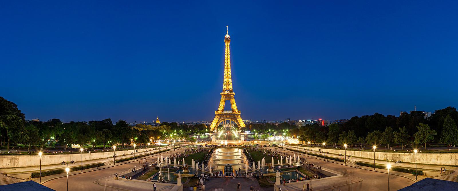 Phototh que arnaud frich la tour eiffel depuis le trocadero au cr puscule - Les dimensions de la tour eiffel ...
