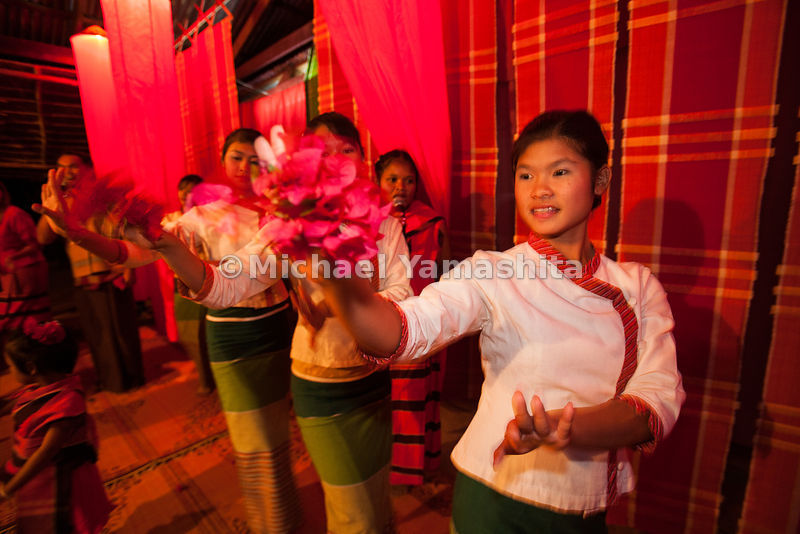 Village of 600, south of Songkhom, home stay village welcome ceremony. Dining and dancing. Homestay is mostly for Thai tourists, to spred and nurture cultural traditions in the province. There are 2 such villages in Nong kai.