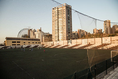 Vue du Nejmeh Stadium pendant la deuxième mis-temps du derby de la ligue fiminin libanaise entre Girls Football Academy de Beyrouth and Football Club Beyrouth