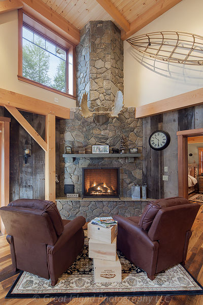 034_Cabin_Dual_Fireplace