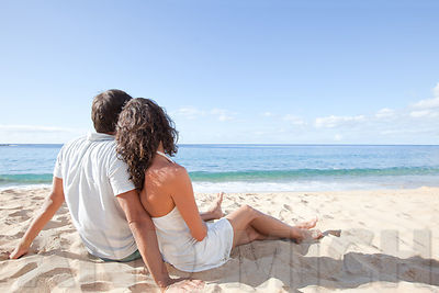 romantic_couple_beach