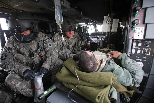 2009. Medical evacuation aboard a Black Hawk helicopter from the 101 th Airborne Division. A US soldier is evacuated from the forward operational base of Shawk, 70 kms south of Kabul