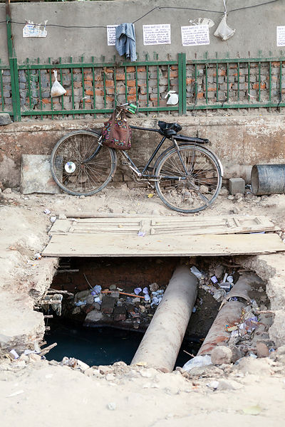 India - New Delhi - Obstructions on the street, Malviya Nagar