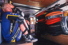 ERIC CARTER AT THE END OF A LONG SEASON, GENERAL VIEW LEYSIN, SWITZERLAND. TISSOT MOUNTAIN BIKE WORLD CUP 2000