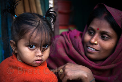 A mother and her daughter in the Fakir Bagan neighborhood of Howrah, India, in an area served by the NGO Calcutta Kids (calcuttakids.org)