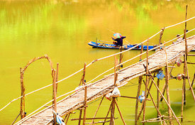 Long_boat_under_bamboo_bridge