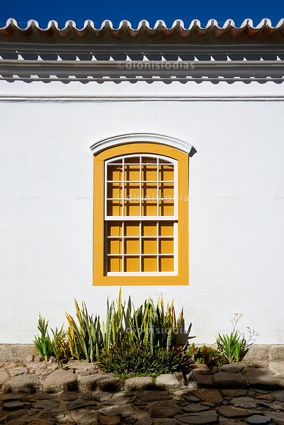 Colonial Window in Yellow.