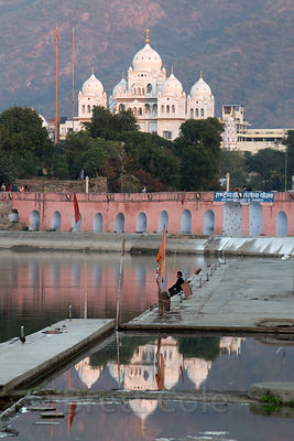 Gurudwara Singh Sabha SIkh temple reflecting in Pushkar Lkae, Pushkar, Rajasthan, India