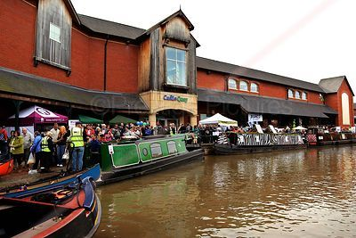 Narrowboats on the Oxford Canal by the Castle Quay Shopping Centre in Banbury