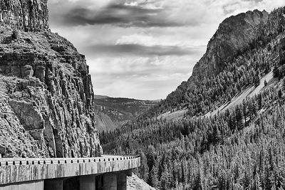 Yellowstone-Golden-Gate-Bridge-Canyon-1593