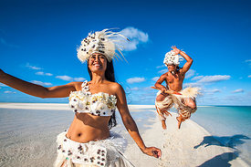 Cultural performers on Heavenly Beach, Aitutaki