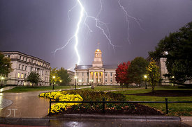 Old_Capitol_Lightning_Horizontal