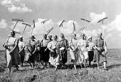 Women on collective farm near Moscow ca. 1941