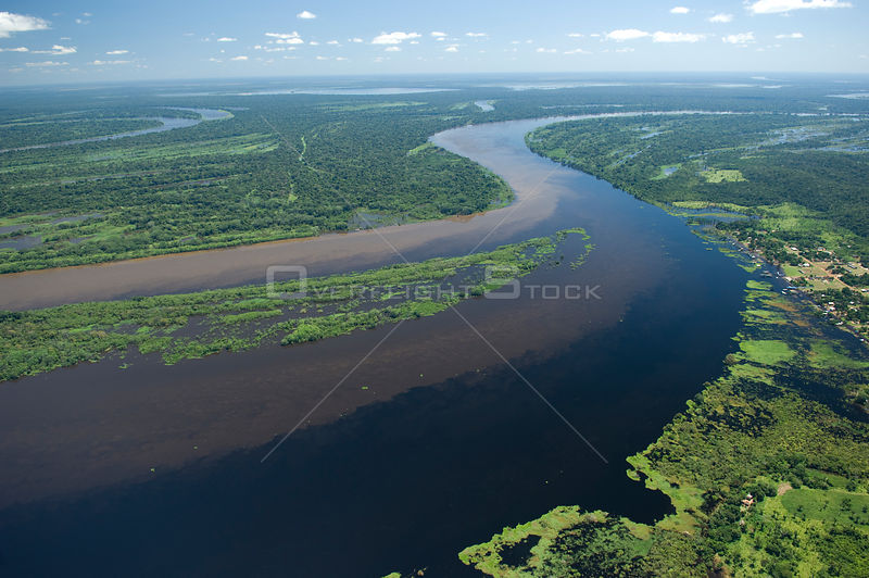 "Aerial view of the meeting of the brown waters of River Mamoré and the black waters of River Guaporé / Itenez during the great flood of 2008, at the border of Brazil (Rondônia State) and Bolivia (Beni Department). Amazon ""várzea"" flooded forest."