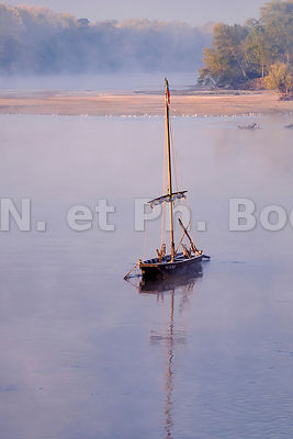 FRANCE, TOUE CABANEE//FRANCE, TRADITIONAL BOAT