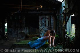 Nude erotic dancer in urbex paris