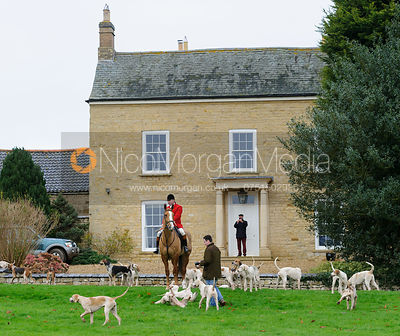 The Belvoir and VWH Hunts at Bescaby Hall 26/11 photos
