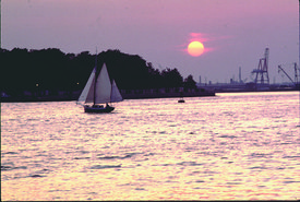 sunset_view_of_portsmouth_sailboat