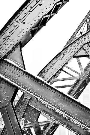 KINZIE BRIDGE WINTER DAY HEAVY SNOWFALL CHICAGO ILLINOIS BLACK AND WHITE VERTICAL