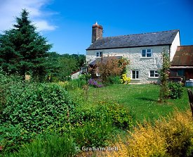 cottage besides wye valley walk between hereford and ross on wye herefordshire