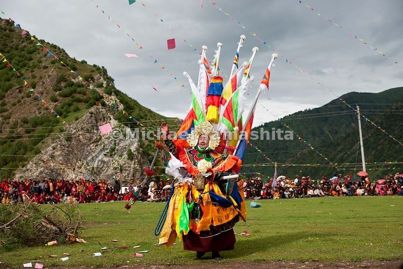 Chamadao, Shechen Monastery, Ling Gesar Festival, held for the first time. Ling Gesar is the father of Tibet, who united all the tribes. He was born nearby. Todays dancing depicts him winning a horse race and hence winning the throne. Legend of Ling Gesar. Also, individual battles between his generals and forces of evil who they defeat thus unifying the country.................................