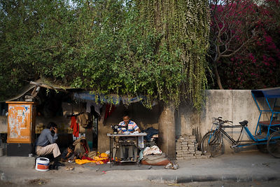 India - Delhi - Kishori Lal, a tailor and his family under an Ashoka tree