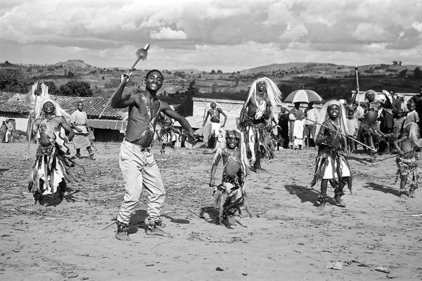 Rwanda - Danseurs / Dancers [Click to open] photos